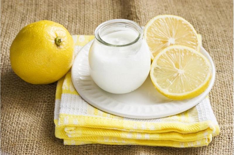 Điều trị nám da bằng chanh và sữa chua không đường