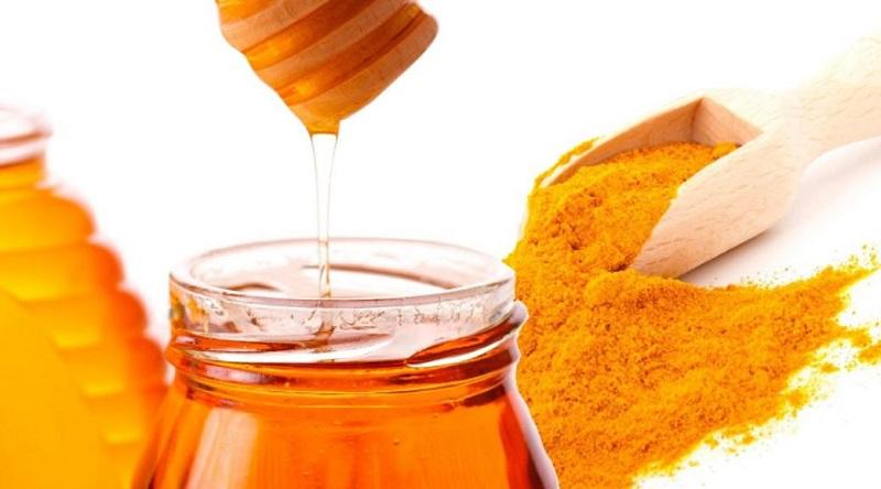 Trị nám da bằng bột nghệ và mật ong